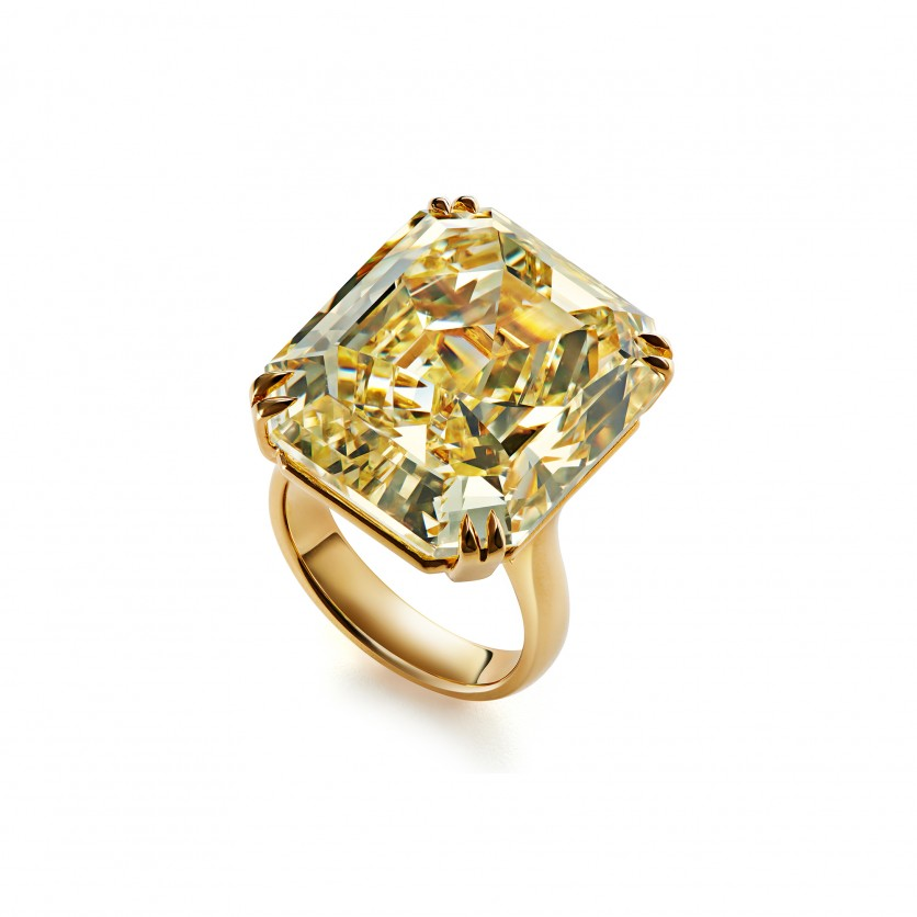 Magnificient Yellow Diamond Ring